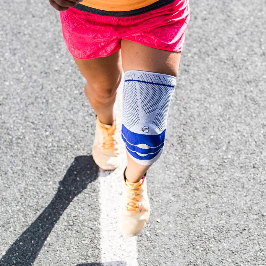 Bandage Kniebandage Bauerfeind Genutrain beim Laufsport